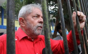 Maioria do STJ vota para reduzir pena de Lula
