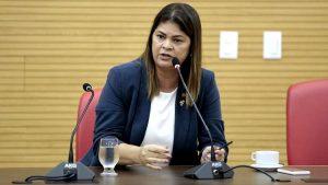 Deputada Cassia diz em programa de radio que solicitou ao governadoro asfalto de Theobroma até o distrito de Vila Palmares