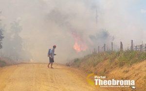 Incêndio criminoso destrói mais de 10 alqueires de pasto em duas propriedade rural em Theobroma