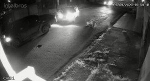 Vídeo: Idoso ataca policial com facão e é atingido a tiros