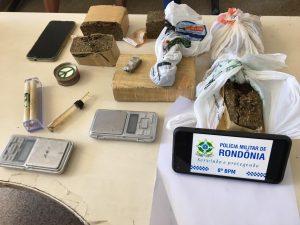 Três jovens são presos com 3 Kg de droga no setor 04, em Jaru