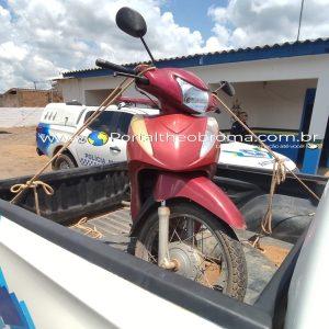 Motoneta Honda Biz com placa adulterada é apreendida pela PM em Theobroma
